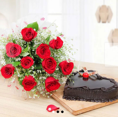 10 roses with rich heart shape chocolate cake
