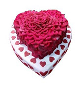 Heart Shape Cream Cake delivery in Wardha